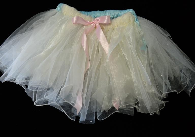 tutu_white_pink_ribbon1
